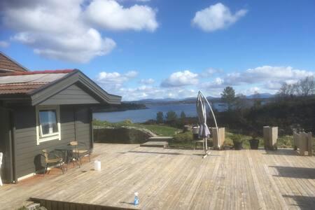 Soltun. Hytte med båt på Radøy