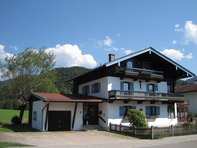 Dachgeschoss Ferienwohnung mit separatem Eingang - Reit