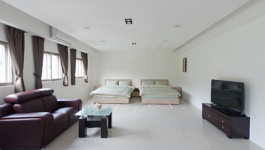 +UMI 小海旅+ 親山四人套房C 全新裝潢 大空間 鄰近龜吼漁港、翡翠灣、野柳風景區、北海岸