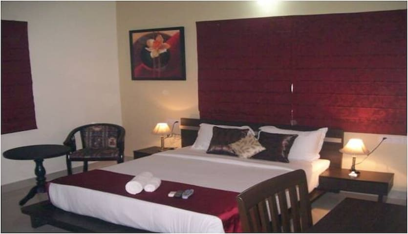 Spacious Private Room at Park Street - Kolkata