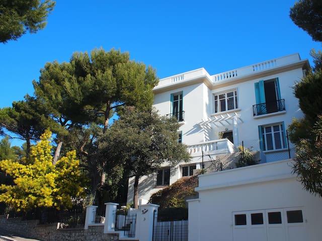 Bed&Breakfast in a beautiful villa - Marseille - Penzion (B&B)