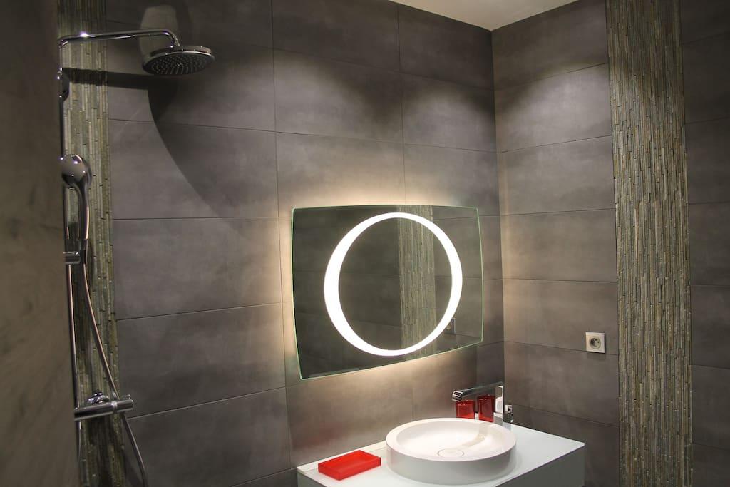 Salle de bain design.
