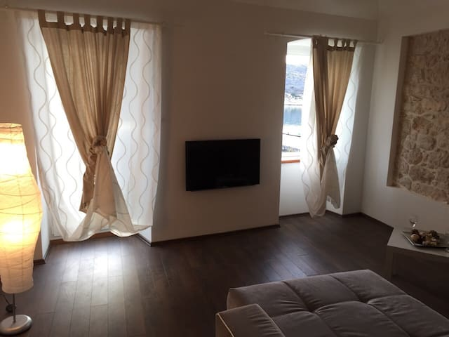 SEA FRONT, Brand New Apartment!!! - Vinjerac - Apartamento