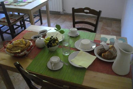 "B&B ""Le Rose"" in campagna con gusto - Maenza - Bed & Breakfast"