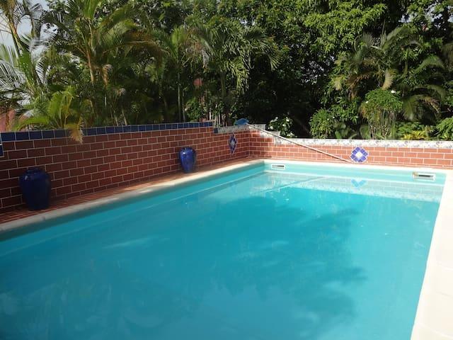 villa de charme avec piscine - Pointe-à-Pitre - บ้าน