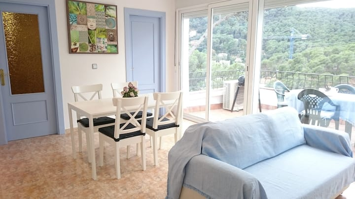 Light and comfort, at 400m from the Tamariu beach