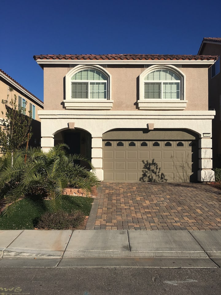 Large Vacation home close to the Las Vegas Strip!