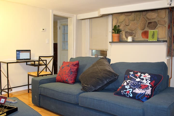 Cozy Downtown Tarrytown Close 2 Train+Parking