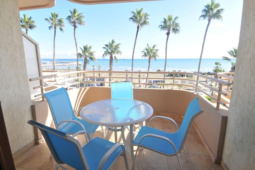 Enjoy your coffee or drinks with beautiful seaviews