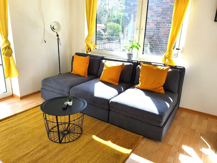 Beautiful Apartment 2 BR & Cosy Kitchen +Parking