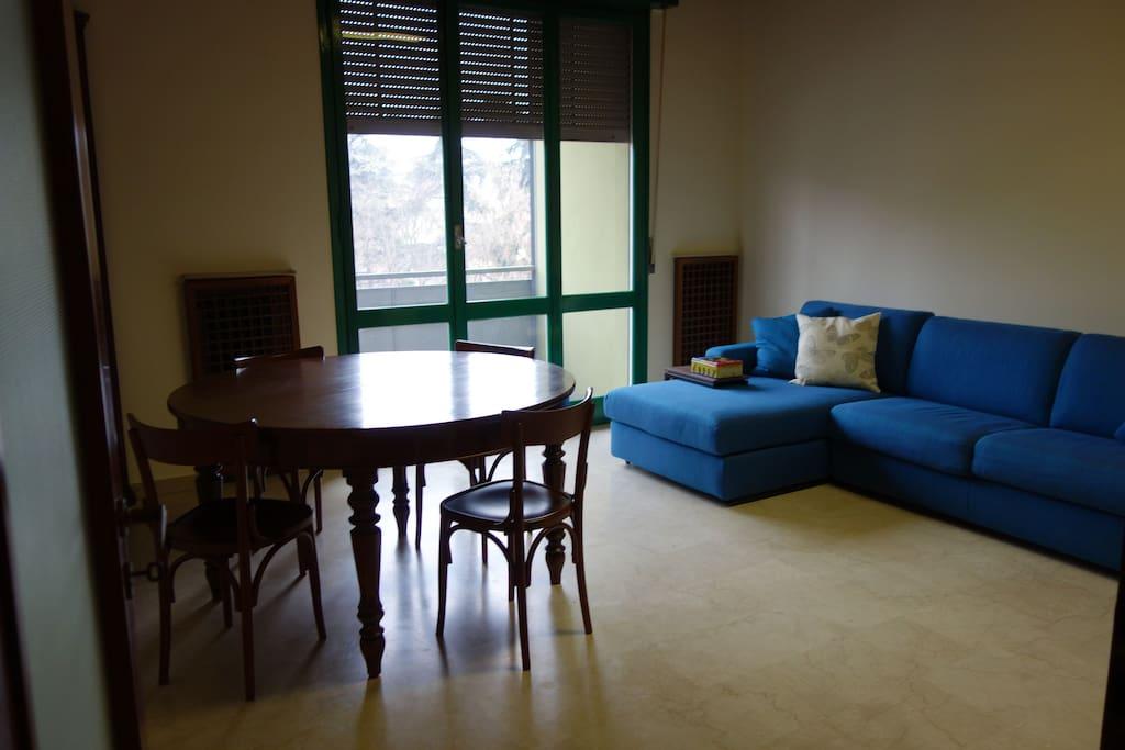 Grosse zentralgelegene wohnung apartments for rent in for Bettsofa 120