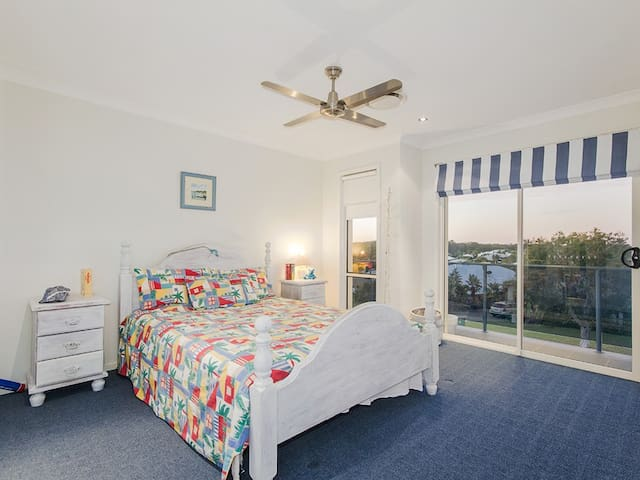 Only 5 mins drive to Dream World, Luxury Mansion - Coomera - House