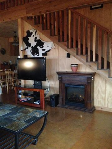 Bluebonnet Cabin, woodland refuge