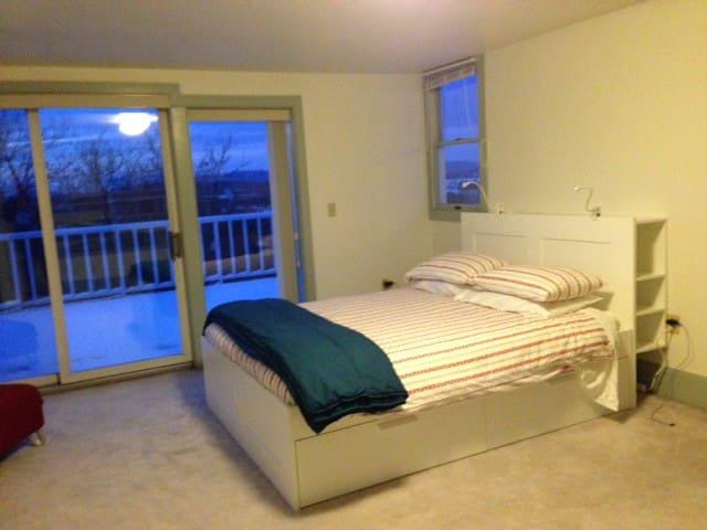 Third-floor bedroom, another view.