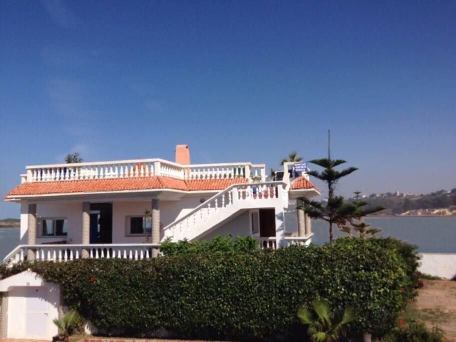 Vue de la villa donnant sur la mer