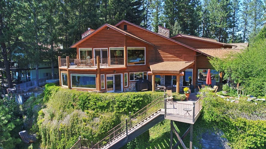 Bear Paw Mountain Lodge | Waterfront Paradise for the Whole Family
