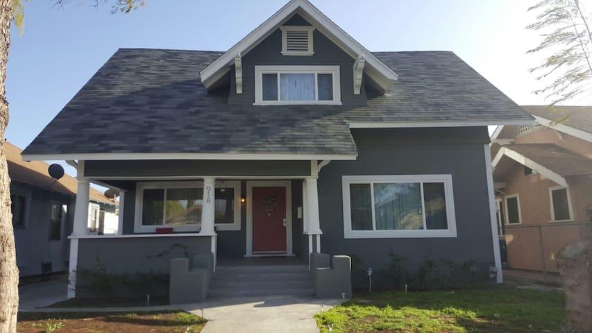 Cozy & Modern Getaway Home - Los Angeles - Dům