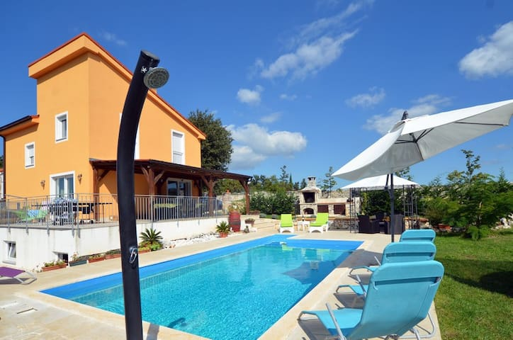 Villa with pool for 8-10 near Rovin - Kurili - Villa