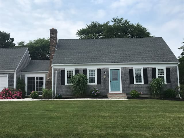 Centrally located Chatham house, AC, pet friendly!