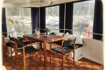 Your Own Private Yacht in HK!