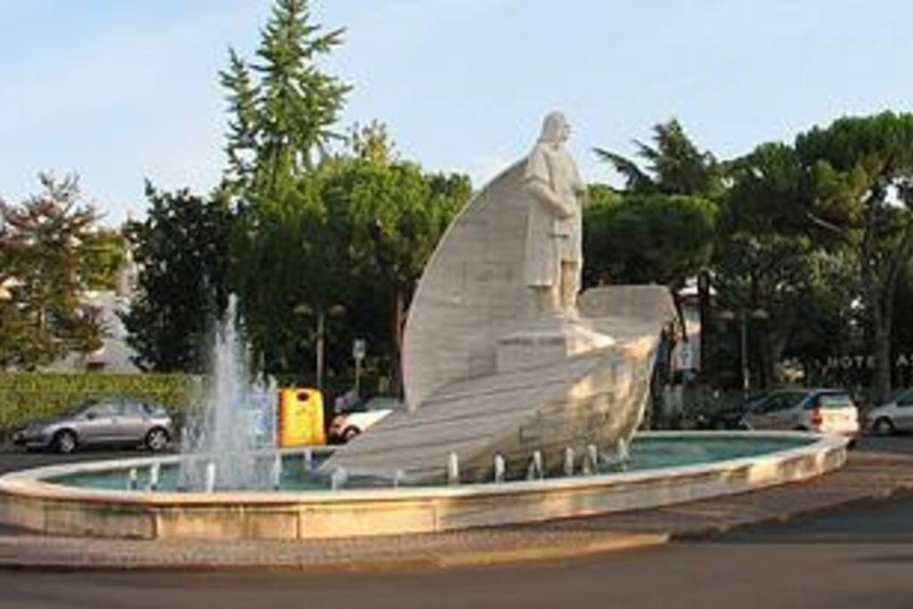 Ci Troviamo vicino alla Fontana di Cristoforo Colombo