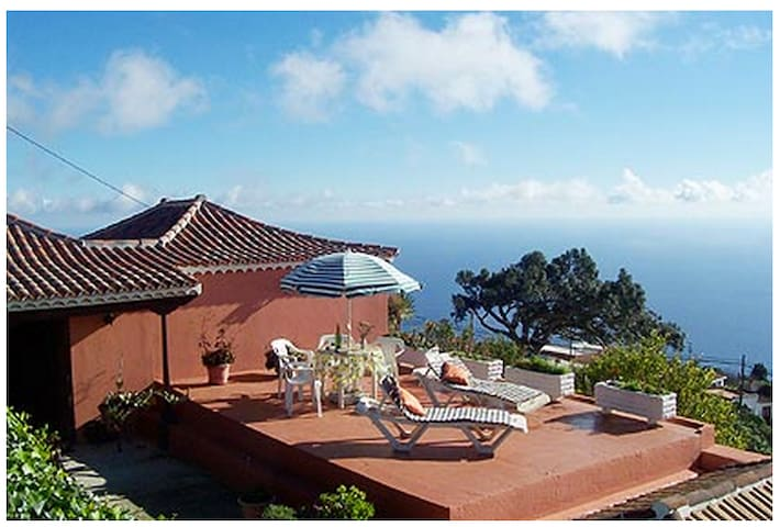 Casa Leal. Stunning ocean views!