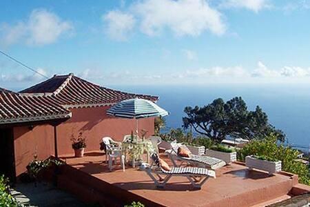 Casa Leal. Stunning ocean views!