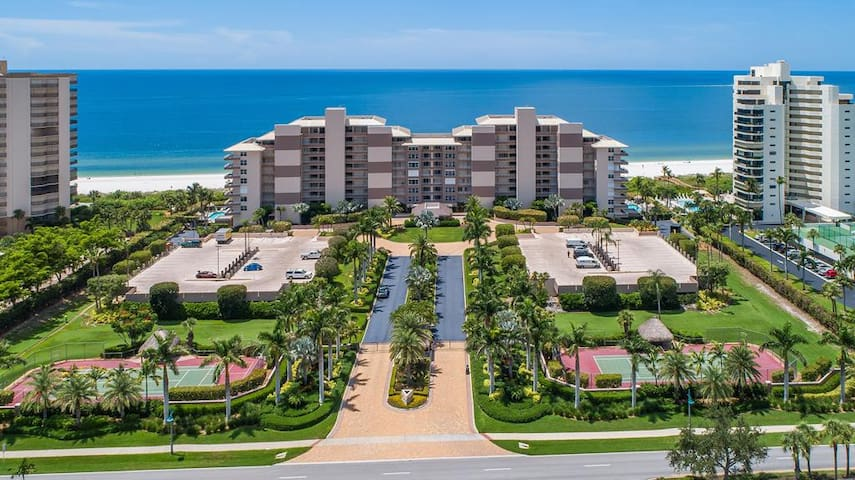 Lovely Beachfront Condo with Gulf of Mexico views in Popular Island Resort