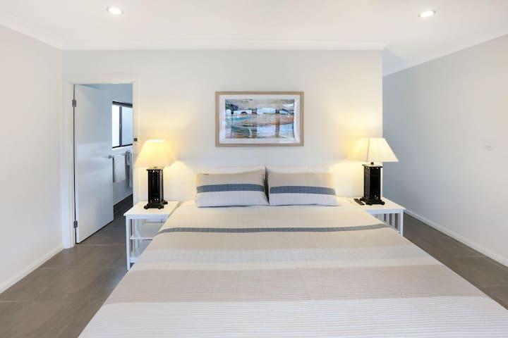 Master Bedroom Kind Bed