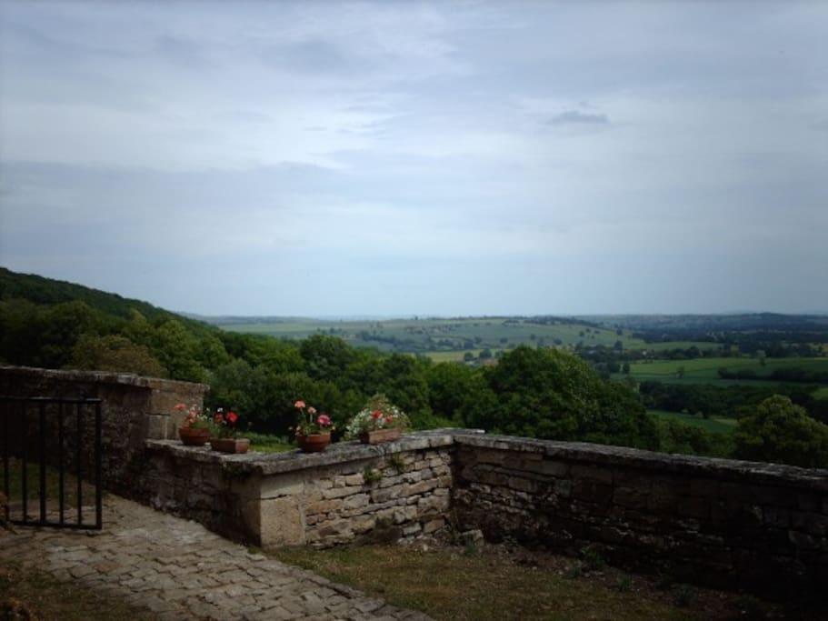 Vue du jardin de la tour.