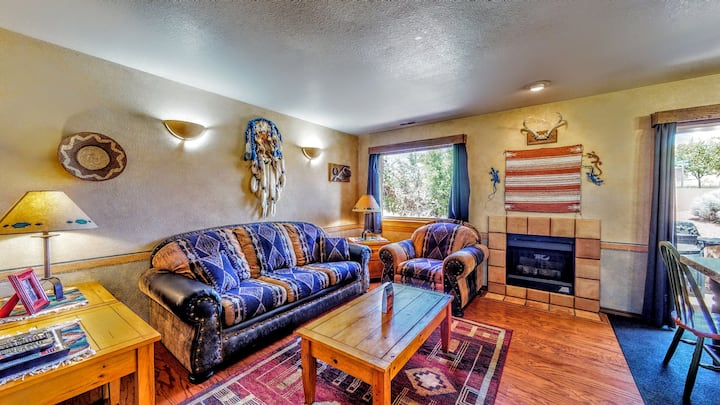 Petroglyph Place ~ 3299, 3 Bedroom Condo with Real Wood Floors and Granite Counter-tops! Near Moab Golf Course and Trails - Petroglyph Place ~ 3299