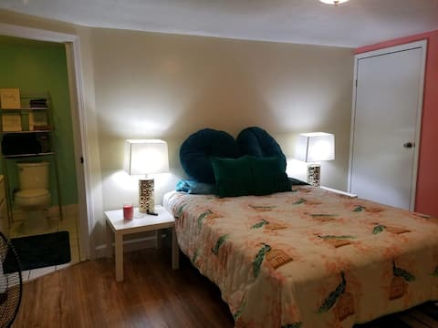 Spacious Room in Charming Cottage near DT Cincy