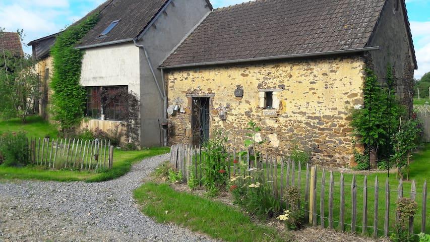 Gîte L'atelier & cow - Louplande - House
