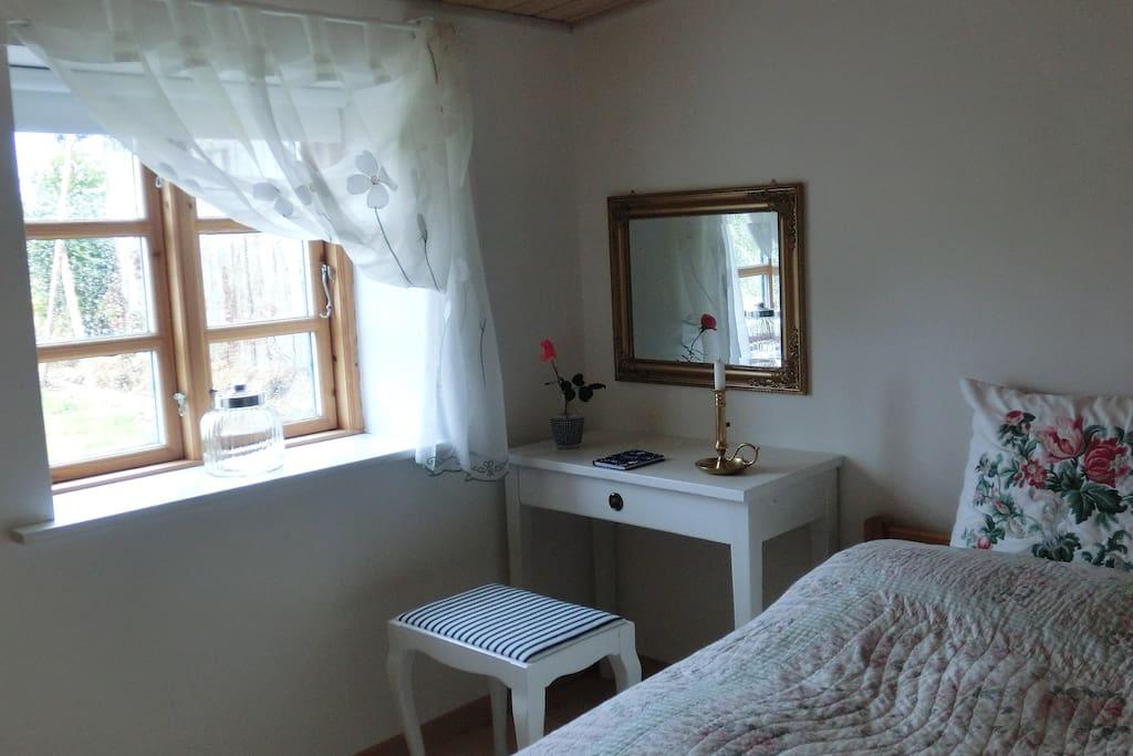 Hyggeligt hjørne i det romantiske dobbeltværelse