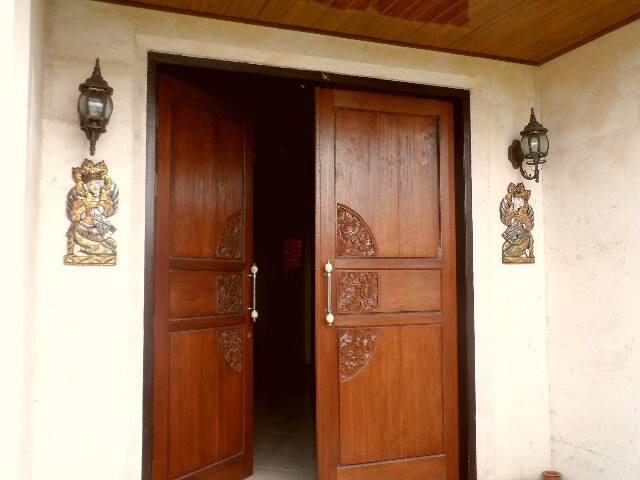 welcome door villa kelcey