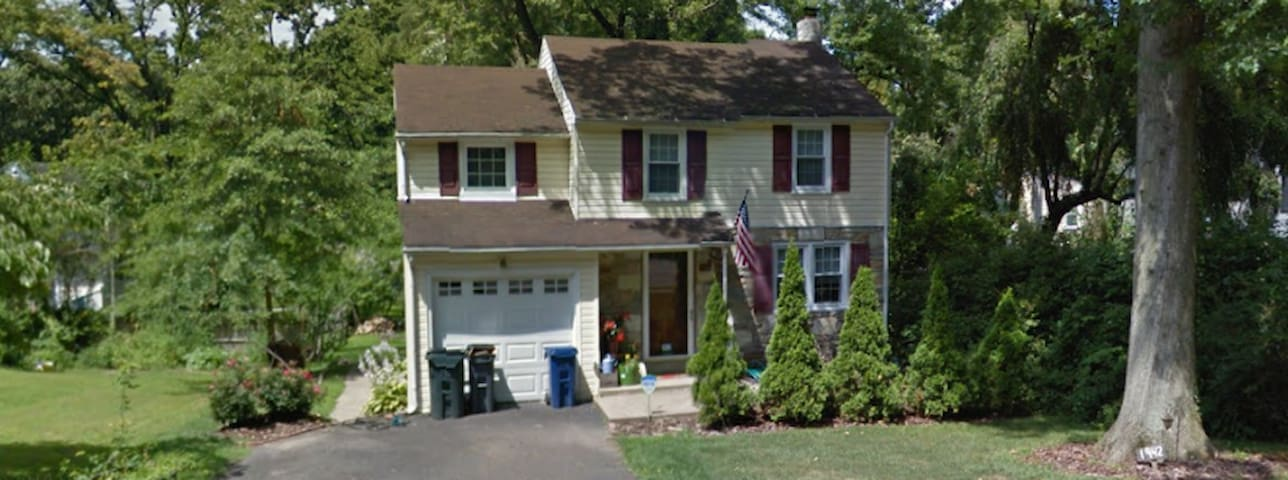 3 BR Colonial - 30 min to Pope - Abington - House