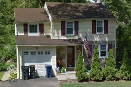 3 BR Colonial - 30 min to Pope - Abington
