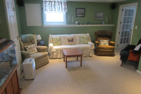 Guest suite in single family home. - South Burlington - Apartment