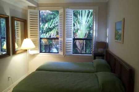 The Palm Beach Hotel condominium - Apartment