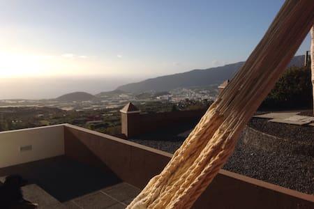 Self container athic. Relax - El Paso - La Palma