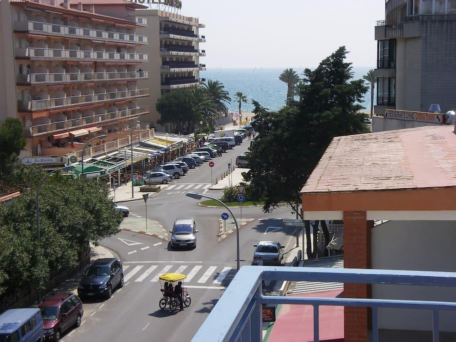 Vistas de la terraza. También se aprecia la distancia de la playa.