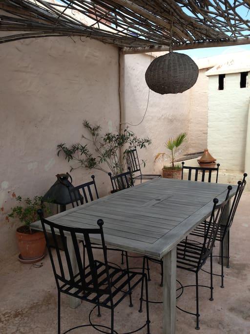 Salle à manger du toit-terrasse