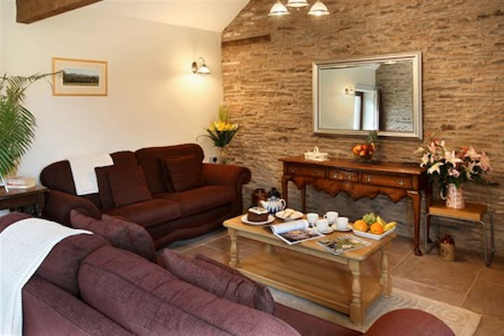 Holt Luxury Retreat for two with Hot Tub - Herefordshire - Huis