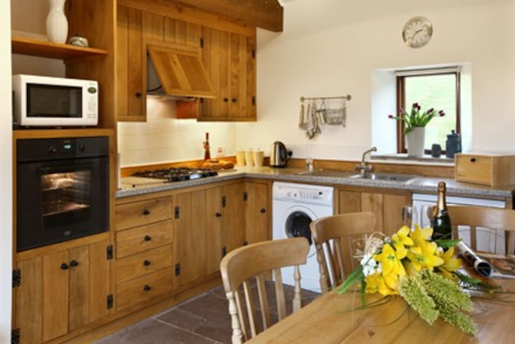 Bespoke oak kitchen with all mod cons.