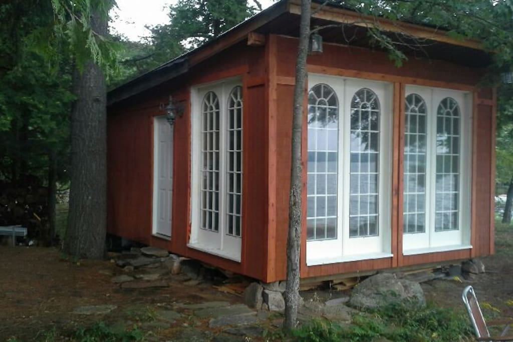 Newly renovated waterfront cabin