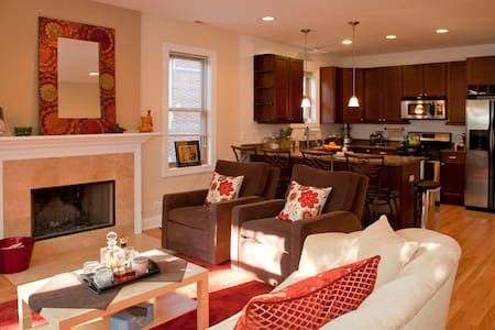 EASY GOING COUPLE + BED & BATH 4 U! - Chicago