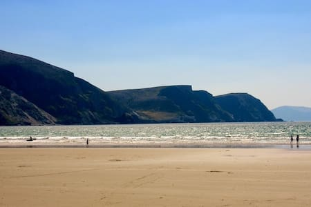 Comfy holiday home; Atlantic views. - Keel, Achill  - Rumah