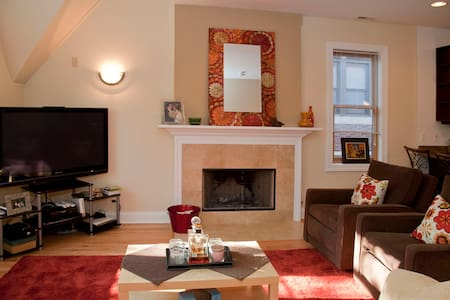 EASY GOING COUPLE + BED & BATH 4 U! - Chicago - Apartment