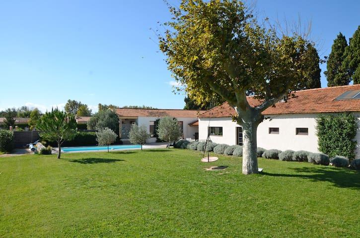 Villa loft contemporain en Provence - La Barben - Maison
