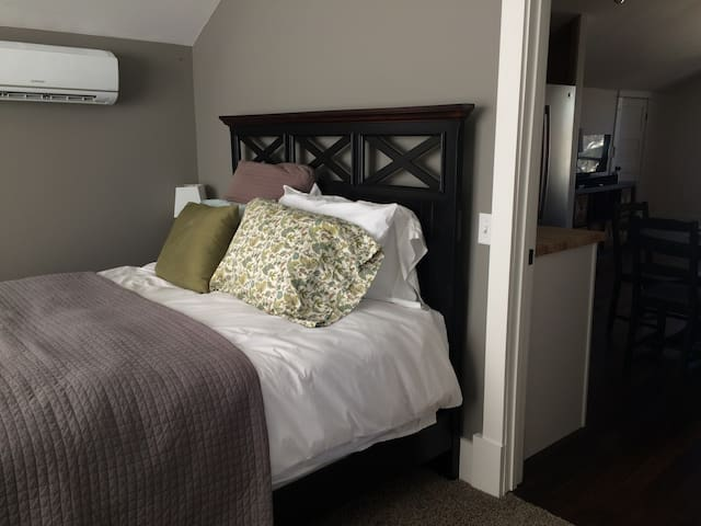 highly comfortable bed with brand new adjustable ac and heat unit